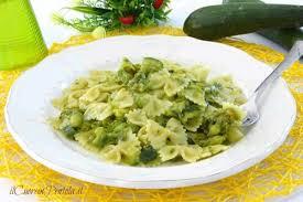 primo piatto con fiori di zucca pasta con zucchine e fiori di zucca ricetta il cuore in pentola