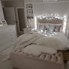 glam bedroom it s glam but comfy at the same time decolove art girl