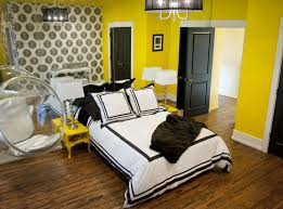 yellow wall paint to create cheerful and fraesh nuance in the