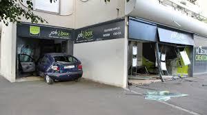 bureau d int駻im vitrines pulvérisées le conducteur en voulait à l agence d inté