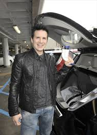 nissan leaf lease dublin david arquette and the nissan leaf celebrities driving a nissan