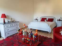 chambre en merisier chambre en merisier relookée au gré du pinceau