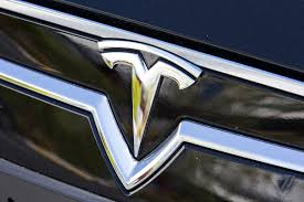 tesla owners manual driver whose tesla model s crashed while using summon was breaking