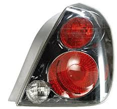2005 altima tail lights amazon com nissan altima se r replacement tail light assembly
