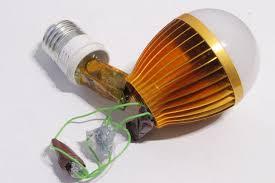 Flickering Light Bulb Halloween Hacked Flickering Light Bulb For Halloween 5 Steps With Pictures