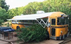 chambre hote insolite chambre hébergement insolite originale schoolbus crown
