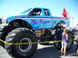 bigfoot monster truck st louis nice jam close up on the engine jam original bigfoot monster truck