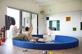 canap au sol design interieur maison lego salon surélevé canapé encastré sol
