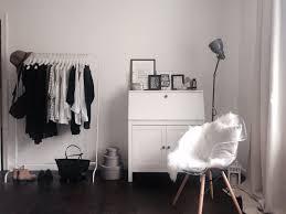 Schlafzimmerschrank Zu Verschenken Stuttgart Kleiderstange Kommode Und Eames Stuhl Mit Schaffell Eames