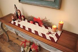 peppermint table runner pattern from connectingthreads