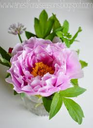 how to make simple flower arrangements with a few simple tips and