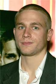 how to get thecharlie hunnam haircut charlie hunnam of sons of anarchy 15 sexiest stares photos