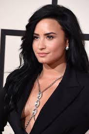 demi lovato earrings demi lovato s jewelry at the 2016 grammy awards pret a reporter