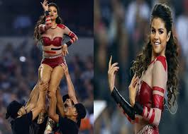thanksgiving halftime show selena gomez in leather hotpants and heat up the dallas cowboys