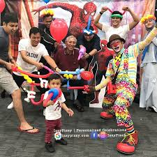 rent a clown for a birthday party costume toys hat candy buffet clown balloon backdrop