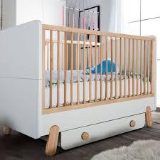 chambre bébé bois naturel tiroir pour lit bébé à barreaux en bois blanc et naturel iga pinio
