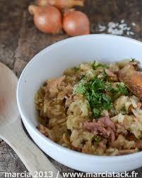 cuisiner les restes de poulet roti risotto de poulet lardons et chignons recette marcia tack