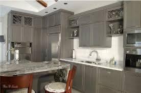 couleur d armoire de cuisine décoration cuisine armoire exemples d aménagements