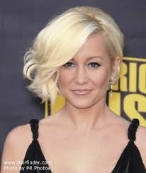 kellie pickler short haircut kellie pickler with her hair in a side swept bob with waves
