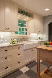 Glass Backsplashes For Kitchens by Best 25 Ivory Kitchen Ideas On Pinterest Farmhouse Kitchens