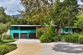 miley cyrus bought a chill estate in malibu for 2 5 million