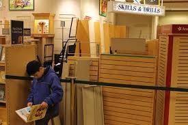 Barned And Nobles Empty Shelves Patrons Lament Demise Of Bay Terrace Barnes U0026 Noble