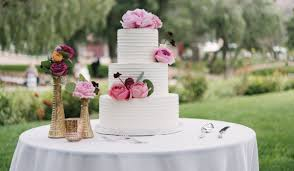 wedding cake cutting songs 15 wedding cake cutting songs that aren t overplayed weddingwire