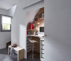 sous bureau design souvent non utilisé l espace sous l escalier accueille ici un