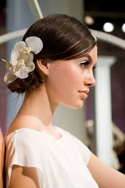 Hochsteckfrisurenen Hochzeit Mit Blumen by Die Besten 25 Hochzeitsfrisur Echte Blumen Ideen Auf
