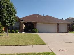 3 Car Garage Homes Homes For Sale In Moore Ok With A 3 Car Garage Moore Ok Real Estate