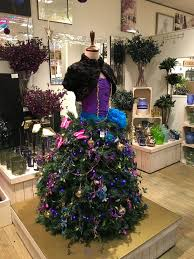 Christmas Decoration For Retail Shops by 13 Best Christmas Retail Shop Displays Retail Store Display