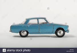 land rover corgi vintage toy car 1960s corgi model 252 rover 2000 p6 with stock