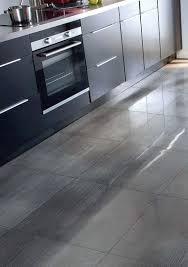 dalles pvc cuisine cuisine remplacer un sol pvc par un carrelage côté maison