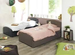 chambre a deux lits lit pour deux une chambre pour deux lits enfants lit nature