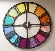 idà e customiser une grande horloge avec de beaux papiers colorà s