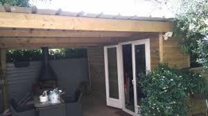 construction cuisine d été extérieure mise en valeur d un jardin avec une cuisine d été sous forme d abri
