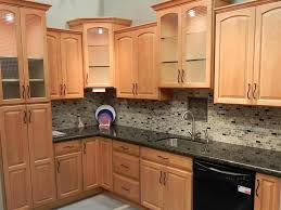 kitchen colors with oak cabinets and black countertops maple kitchen cabinet backsplash tile patterns maple honey spice