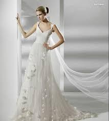 2012 dainty wedding gown with soft organza design floor length