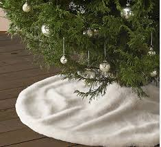 Faux Fur Christmas Tree Skirt Designer Dame Silver And Gold Christmas Trends 2015