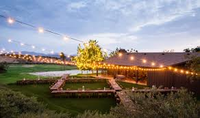 barn wedding guide the ultimate planning resource 2017 venuelust