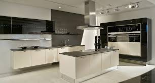 moderne kche mit kochinsel und theke moderne küchen mit insel ambiznes