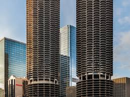 26 iconic downtown buildings that every chicagoan must know