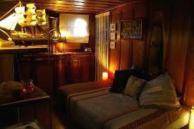 location chambre peniche intérieur de la chambre photo de reine peniche arles