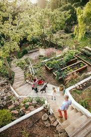 Landscaping Ideas Small Backyard by Best 25 Sloped Backyard Ideas On Pinterest Sloping Backyard