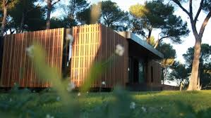 maison en bois style americaine cette maison pas chère se construit comme des lego en 1 mois