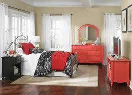 comfortable bedroom decor with red pillow and red quilt with red