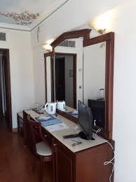bureau de bureau de la chambre picture of atrium palace thalasso spa resort