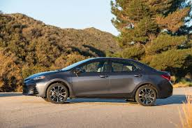 nissan sentra vs toyota corolla 2017 there u0027s nothing wrong with the 2017 toyota corolla xse that 20