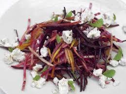 cuisiner la betterave salade croquante de betteraves crues à la poire et à la fêta