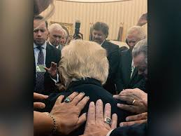 Trump In The Oval Office This Prayer Over President Trump In The Oval Office Is Going Viral